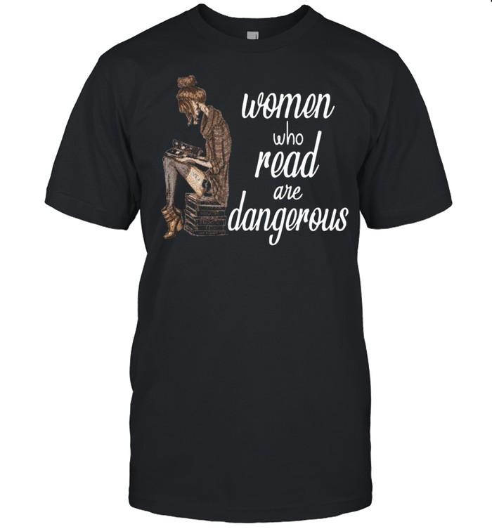 Women Who Read Are Dangerous T-shirt Classic Men's T-shirt